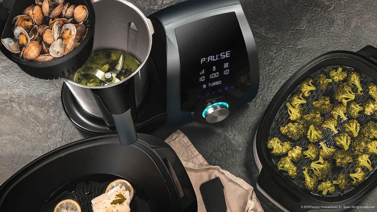 Mambo 8090 incluye un cestillo de hervir. Con él, son 4 las elaboraciones simultáneas que puedes preparar. Podrás cocinar en la jarra, a la vez que en el cestillo y en la vaporera a dos niveles. Ahorrarás tiempo, esfuerzo, y disfrutarás de todas tus elaboraciones recién hechas.