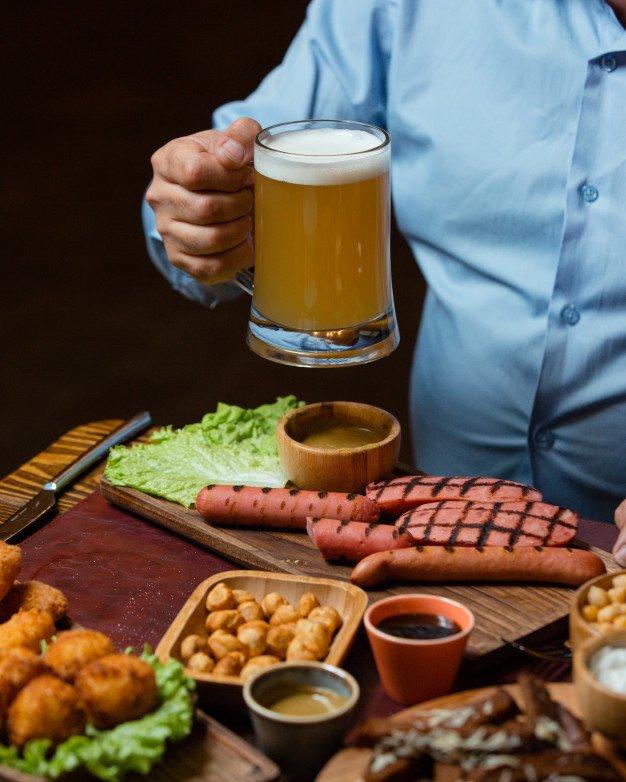 carne asada guarniciones y cerveza
